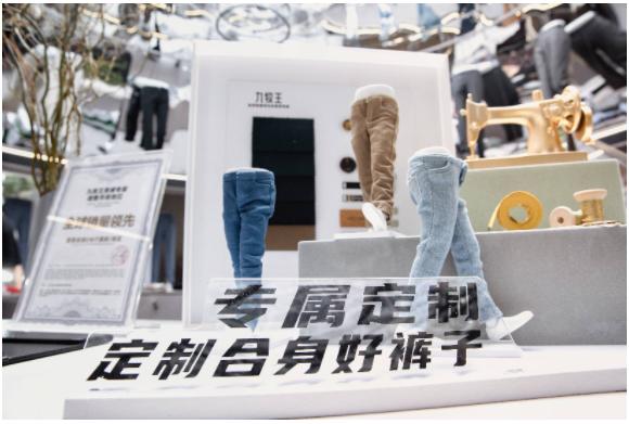 九牧王裤工坊首登成都,携前Gucci设计师联名款小黑裤引爆春熙路!