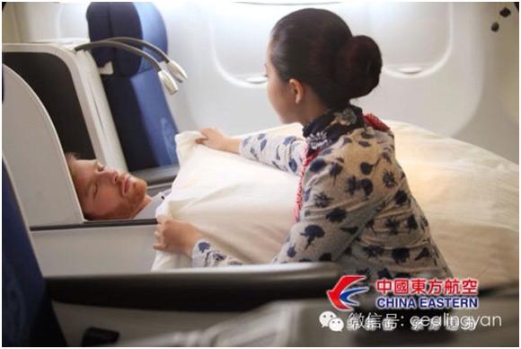 网友票选最美东航空姐 登陆小冰人工智能航班图片